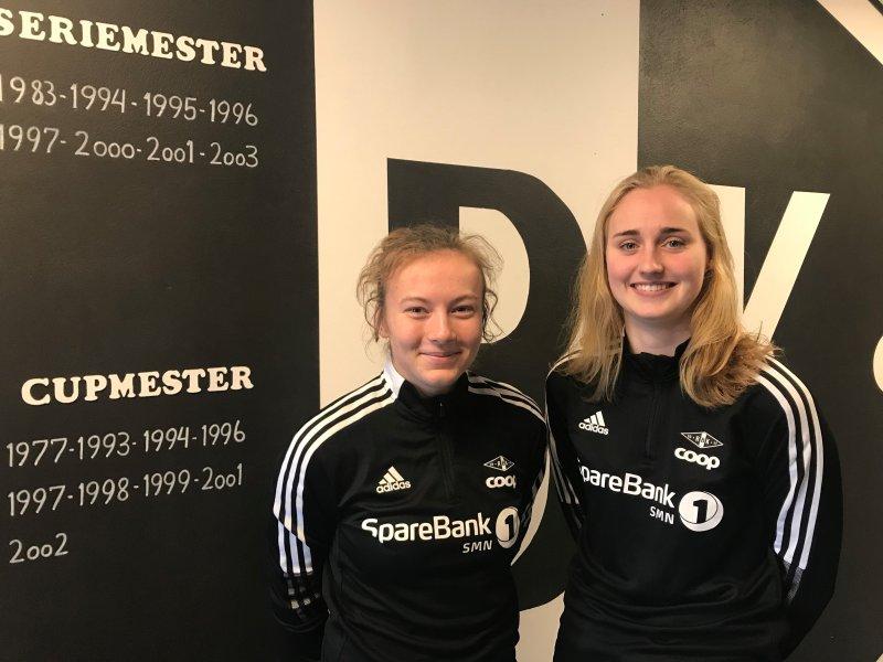 Sara Kanutte Fornes og Emilie Bragstad i nytt treningsutstyr fra adidas. Foto: Rosenborg BK Kvinner.