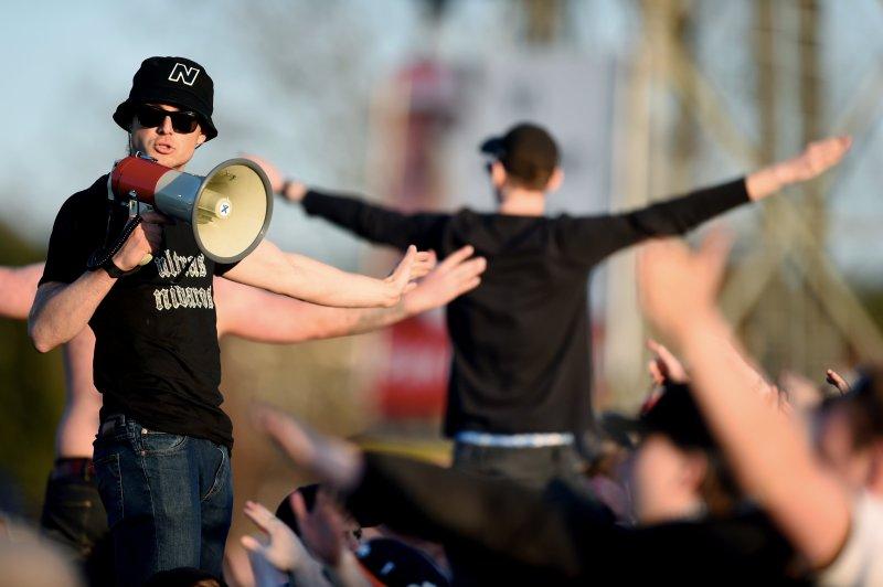 FANTASTISK RAMME: Stemningen var en toppkamp verdig. RBK-supporterne fylte hele den ene kortsiden og sang ustanselig.