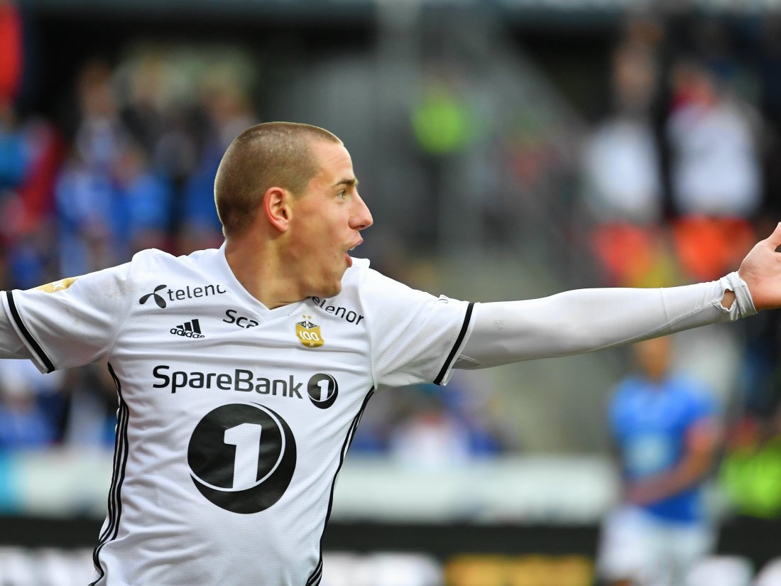 Milan Jevtovic jubler for scoring mot Molde. Foto : Arve Johnsen, Digitalsport