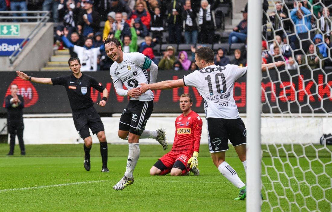 3-0 kom etter en bakromspasning fra Jørgen Skjelvik og Mike Jensen sendte ballen mellom bena på keeper og i mål.