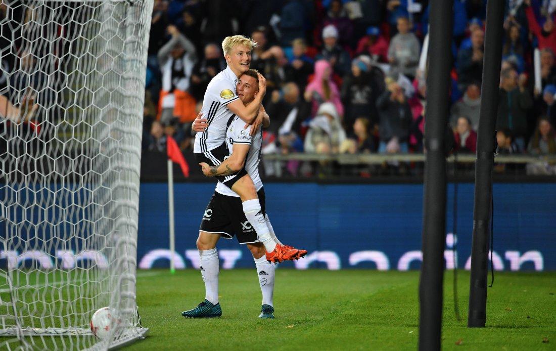 Birger Meling spilte gjennom Alex Gersbach, som banket ballen inn i bena på en uheldig Sarpsborg-spiller som satte ballen i eget mål. Foto: Arve Johnsen, Digitalsport