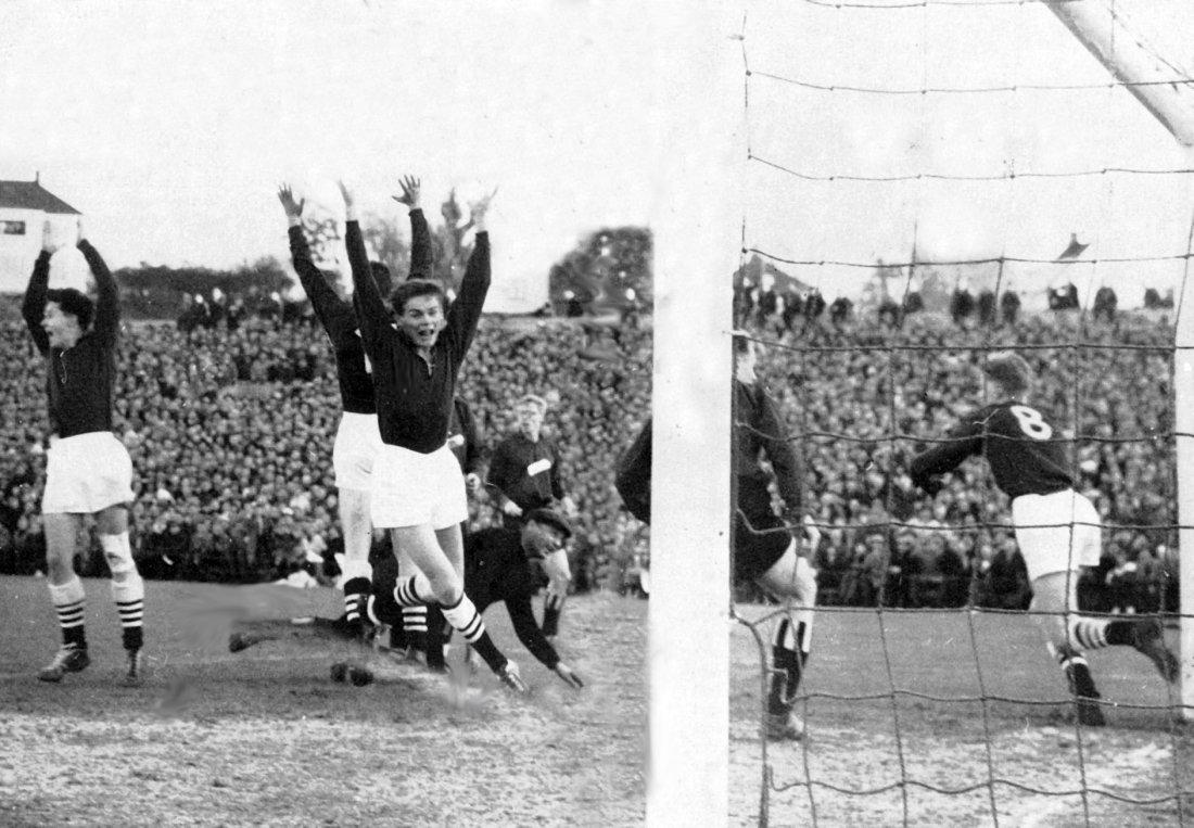 Cupfinalen 1960. Eldar Hansen har scoret.