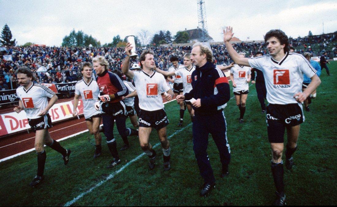 1985 spillerne feirer seriegull