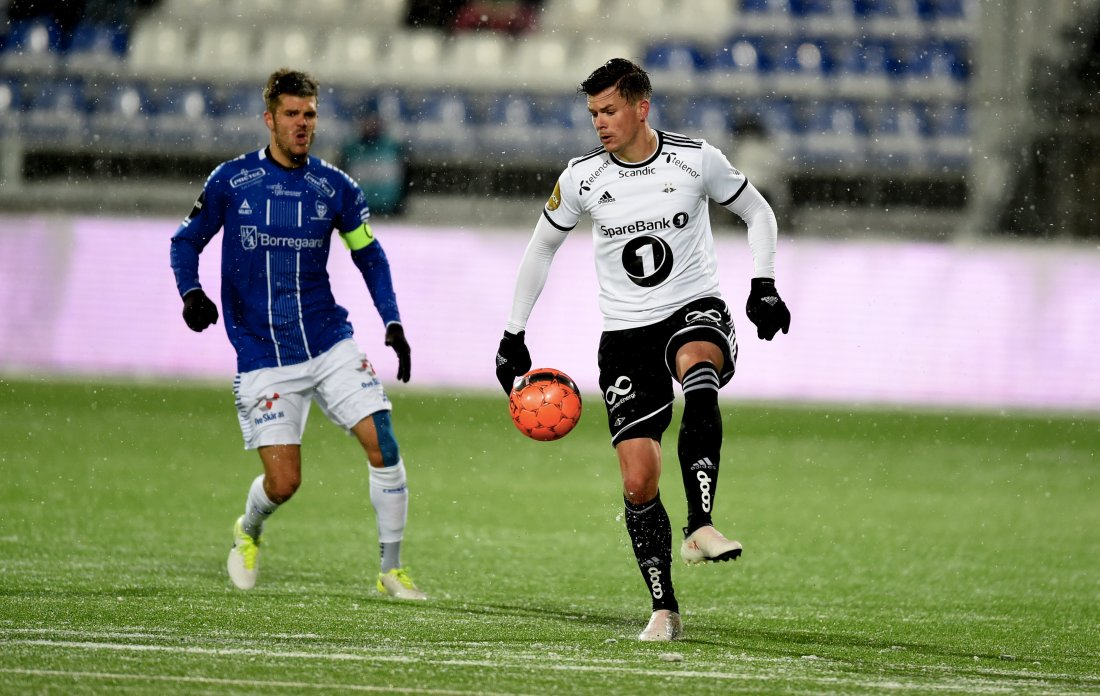 Pål andre Helland måtte se seg slått av Joachim Thomassen og Sarpsborg 08 i serieåpningen.