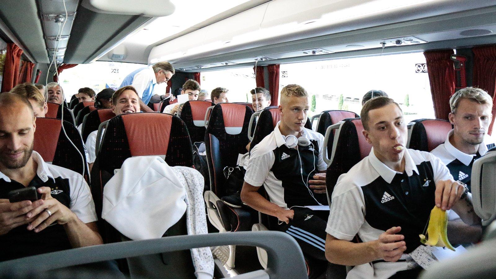 Godt humør på bussen fra Bilbao til San Sebastian.