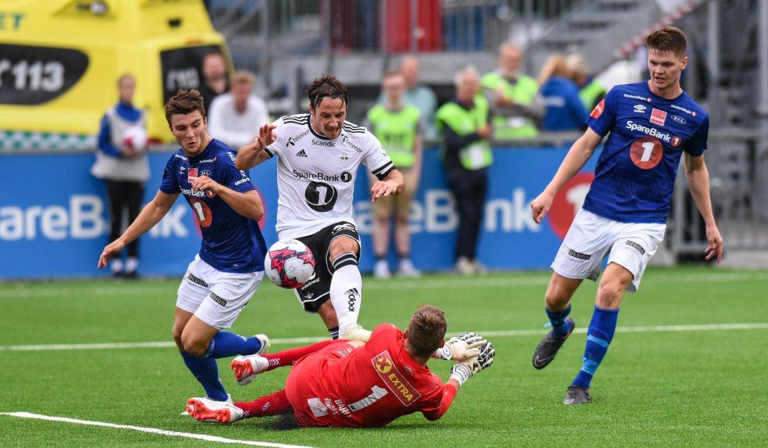 Rosenborg pepret Ranheim med avslutninger i første omgang, men Even Barli sørget for at det var spenning til pause.