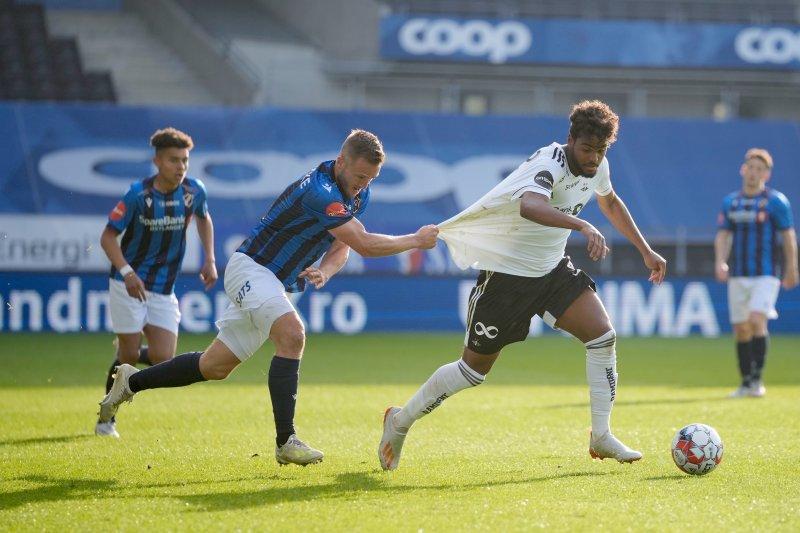 Emil Konradsen Ceide ble en håndfull for Stabæk da han kom inn. Foto: Ole Martin Wold / NTB