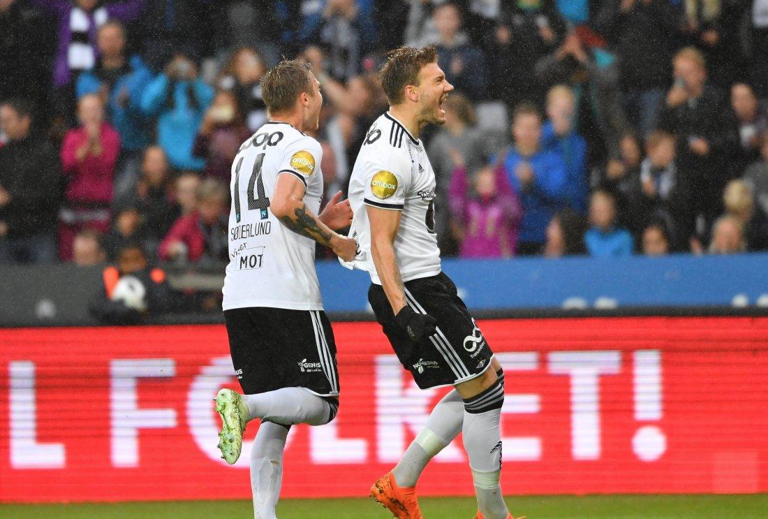 SIKKER: Nicklas Bendtner var som vanlig til å stole på fra krittmerket og satte inn 3-0. Det smakte godt for dansken.